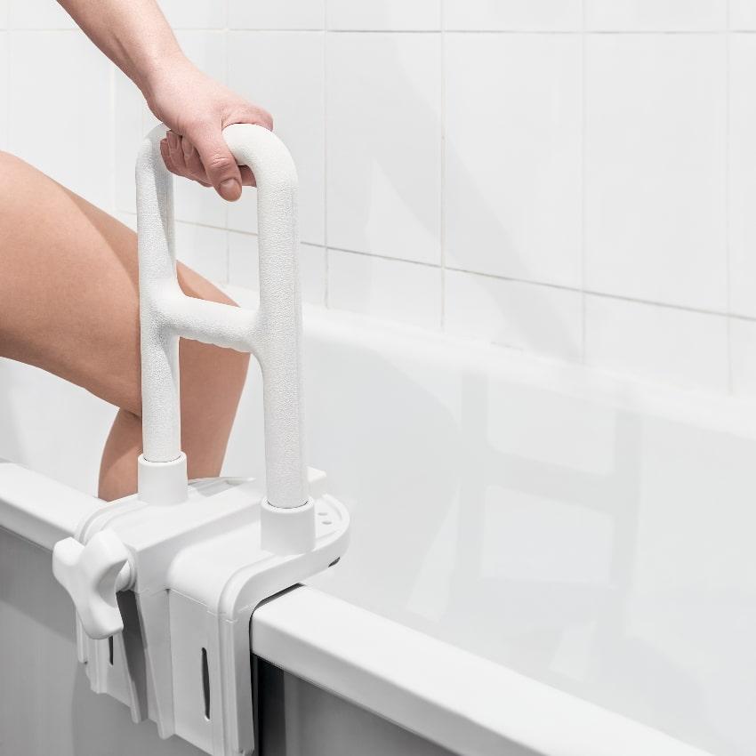 Badewanne Einstiegs-Haltegriff © OlegDoroshin, stock.adobe.com