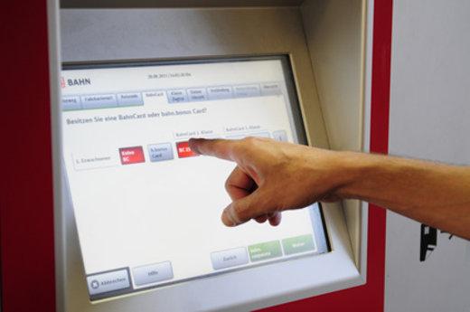 Fahrkartenautomat der deutschen Bahn © Petra Beerhalter, fotolia.com
