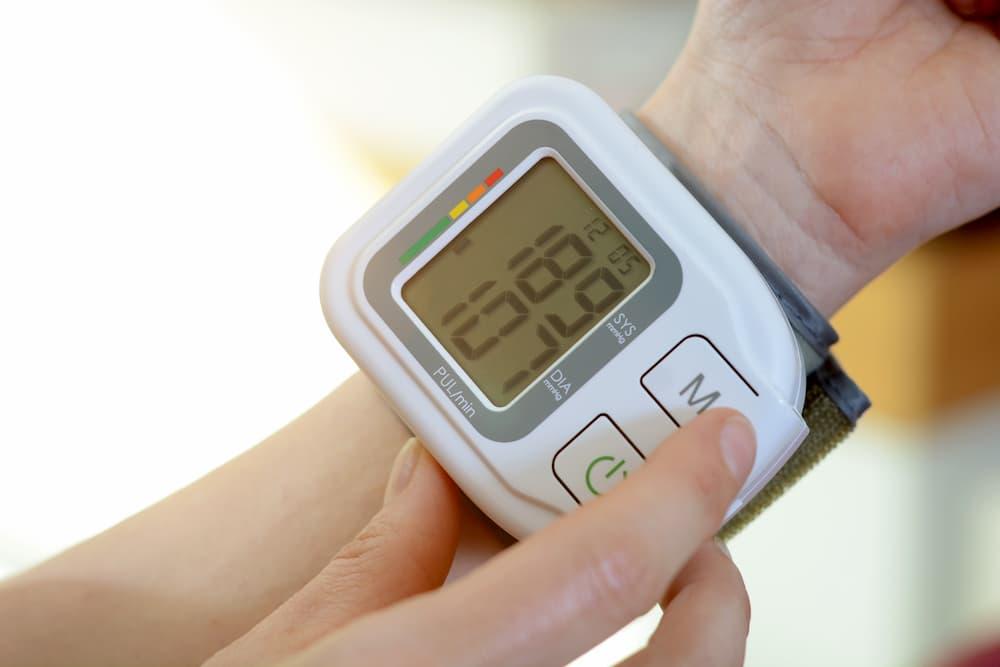 Blutdruckmessgerät für das Handgelenk © Dan Race, stock.adobe.com