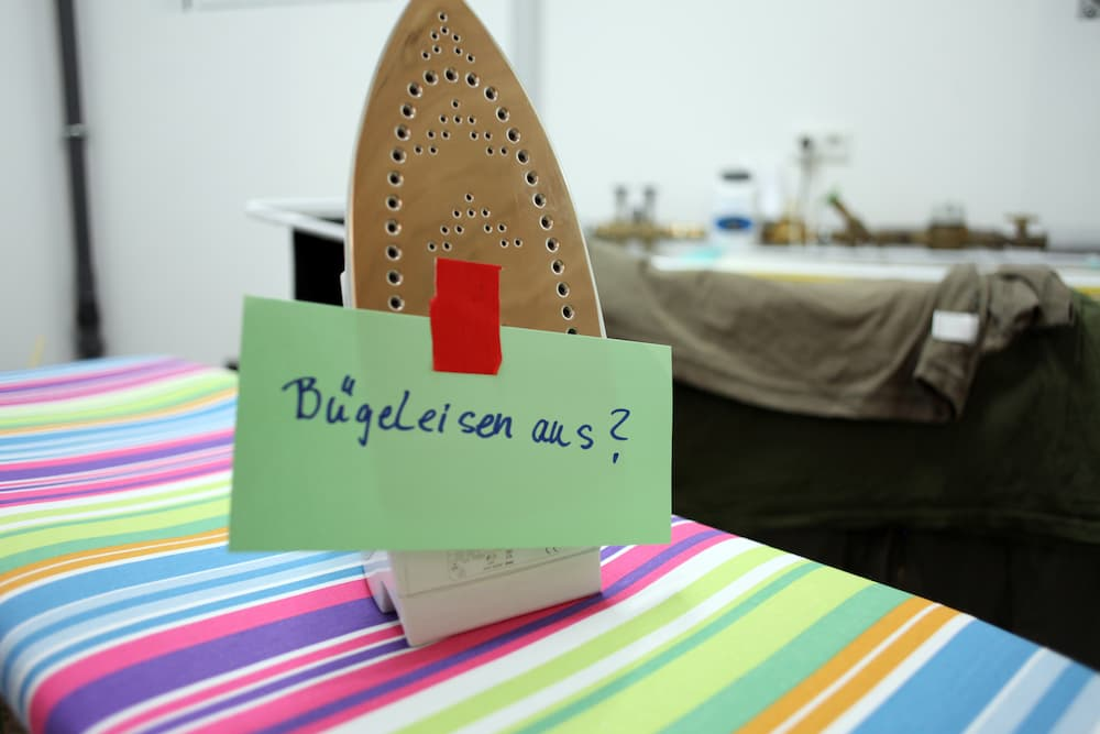 Bügeleisen aus? Gefahren bei Demenz erkennen © RAM, stock.adobe.com