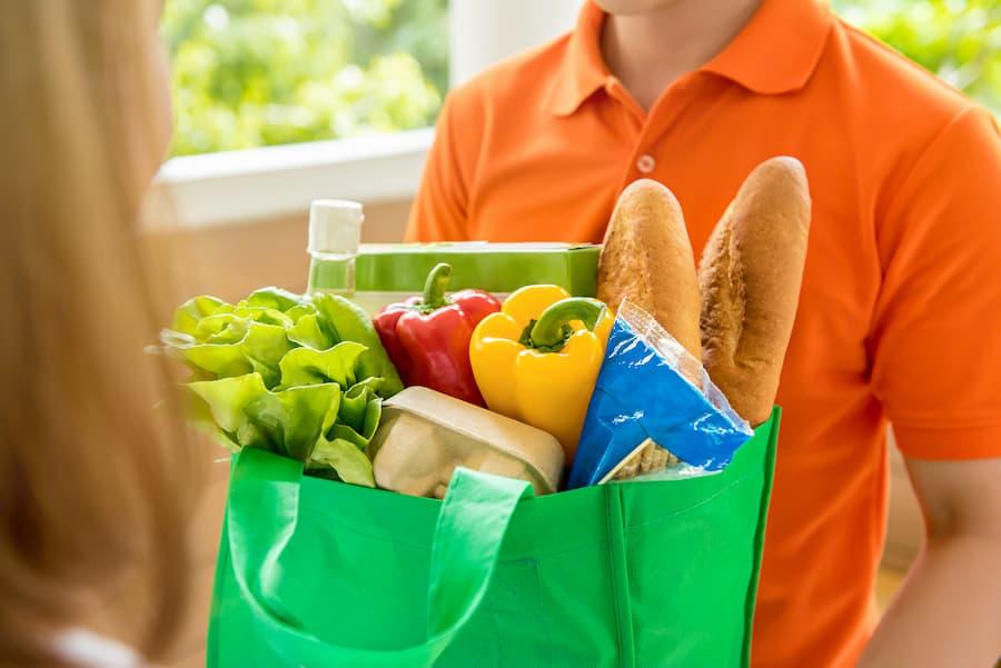 Essen nach Hause liefern lassen © kritchanut, stock.adobe.com