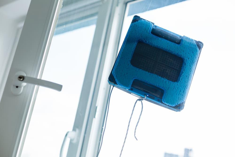 Fensterputz-Roboter im Einsatz © Angelov, stock.adobe.com