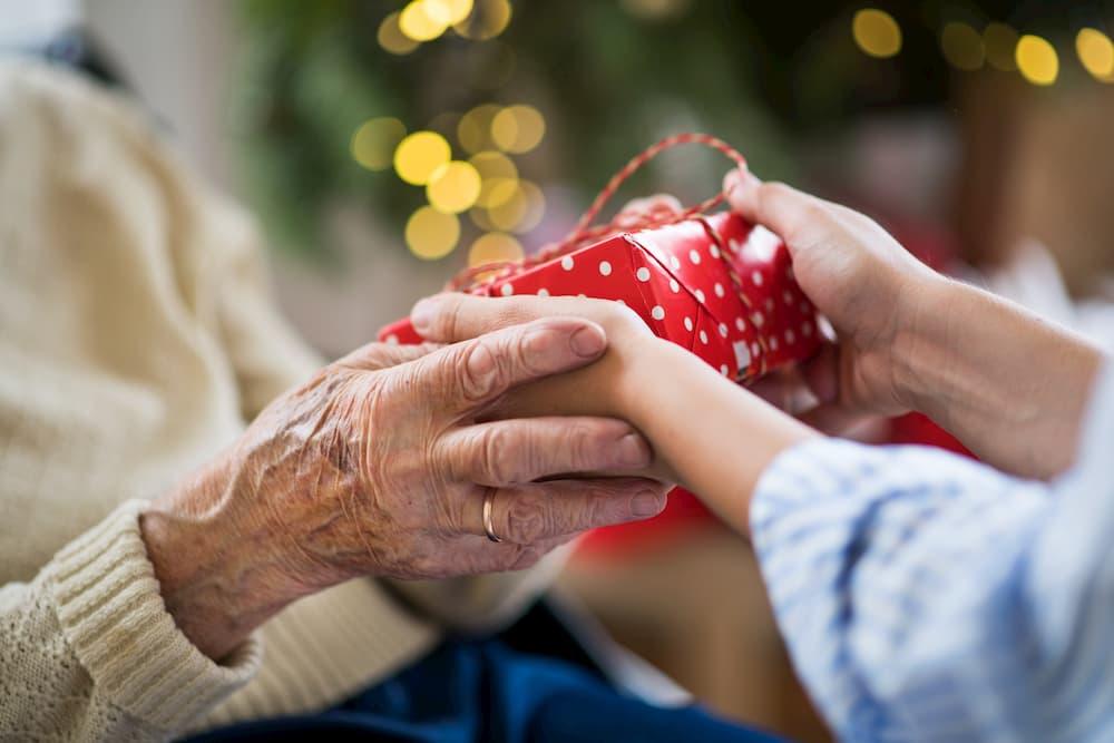 Geschenke für Senioren © Halfpoint, stock.adobe.com