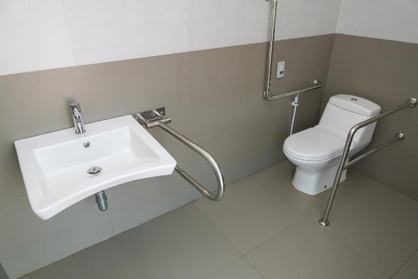 Hilfsmittel für das WC: Toilettenbenutzung ohne Hindernisse