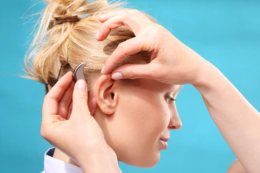 Auch viele junge Menschen leiden unter Hörverlust © Robert Przybysz, stock.adobe.com