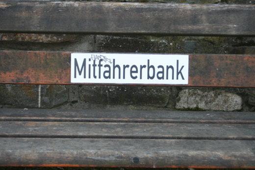 Mitfahrerbank © georg, fotolia.com
