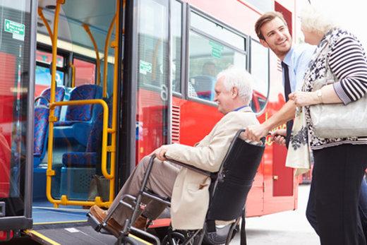 Bus einsteigen für Rollstuhlfahrer © Monkey Business, fotolia.com