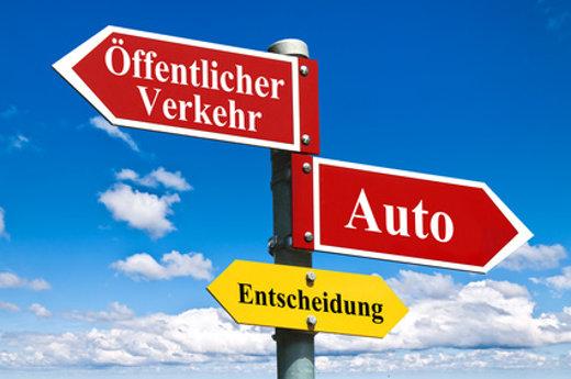 Öffentlicher Verkehr oder Auto © L. Klauser, fotolia.com