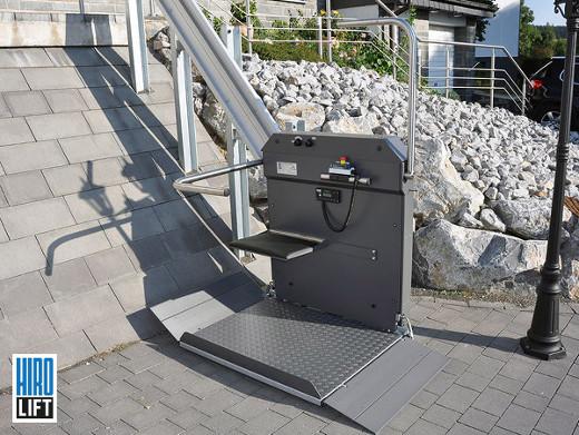 Plattformlift- im Außenbereich  © HIRO LIFT