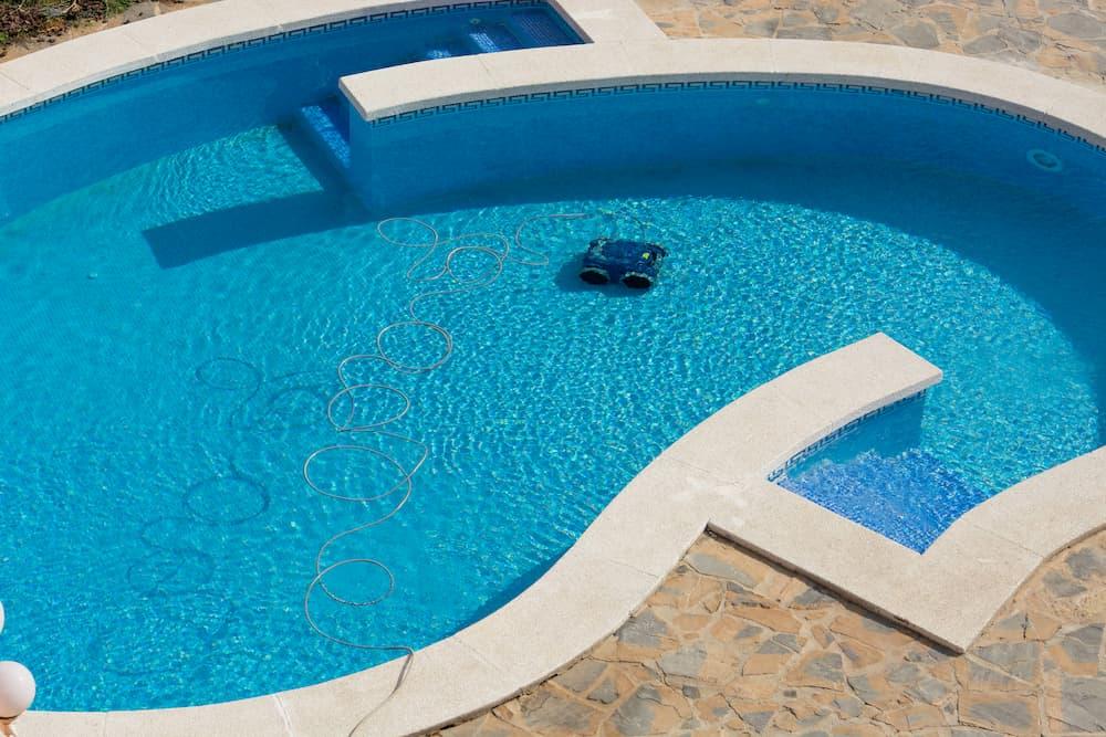 Poolroboter im Einsatz © JFsPic, stock.adobe.com
