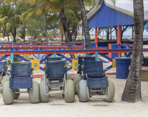 Spezielle Rollstühle für den Strand © mariakraynova, fotolia.com