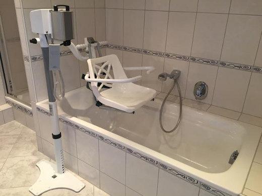 Badewannenlift Variationen Von Eckbadewanne Bis Wasserhydraulik