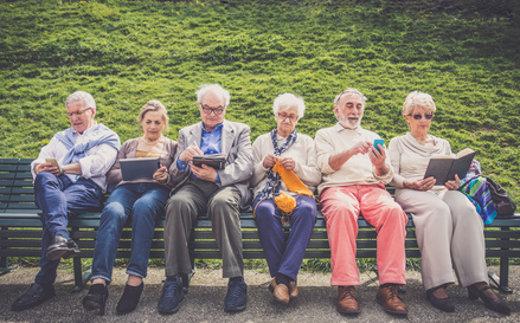 Senioren auf einer Bank © oneinchpunch, fotolia.com