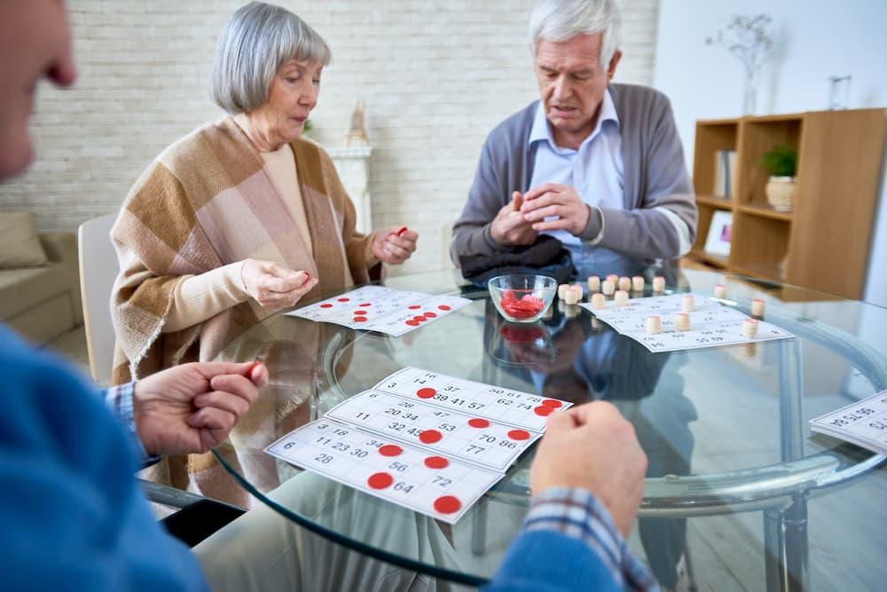 Senioren bei einem Lotteriespiel © Sevenfour, stock.adobe.com