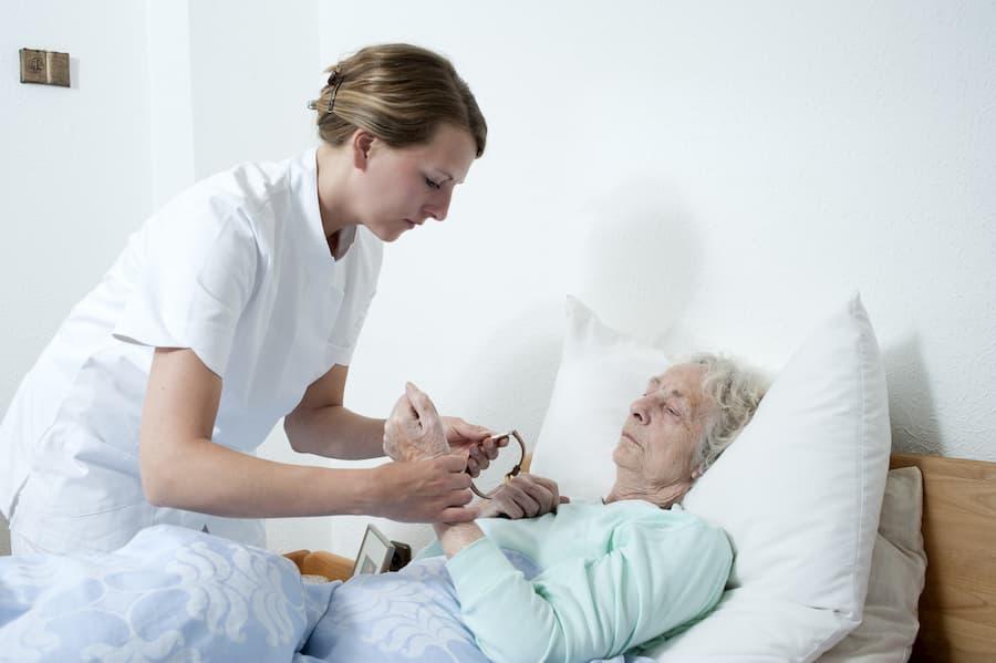 Senioren wird gepflegt © CHW, stock.adobe.com