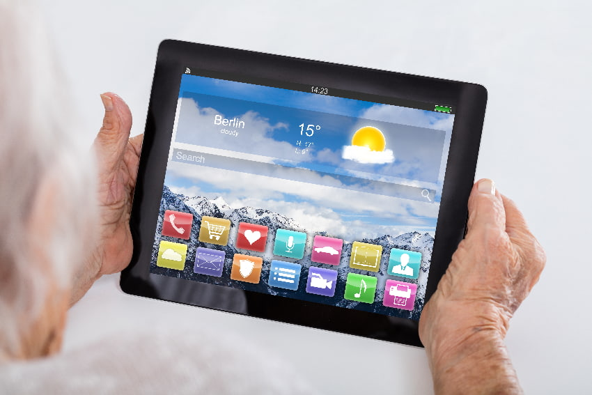 Tablet mit seniorengerechten Bedienung © Andrey Popov, stock.adobe.com