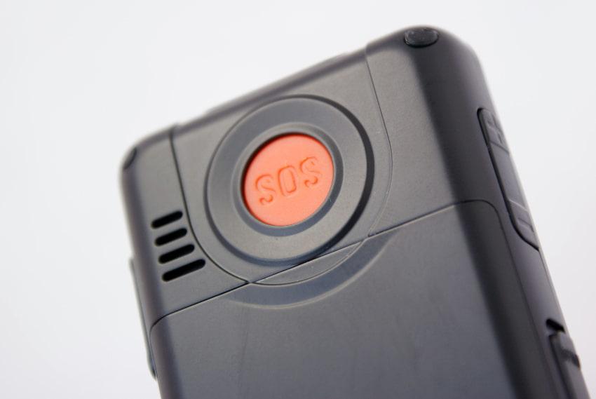 Senioren-Mobiltelefon mit SOS-Taste © PhotographyByMk, stock.adobe.com