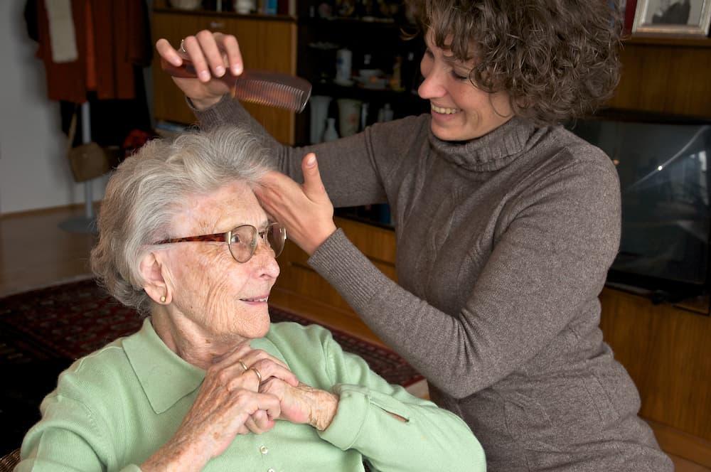 Haare kämmen und die tägliche Pflege © Peter Maszlen, stock.adobe.com