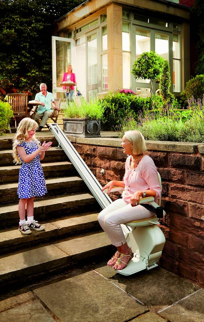 Treppenlifte sind auch im Außenbereich möglich © Acorn Treppenlifte