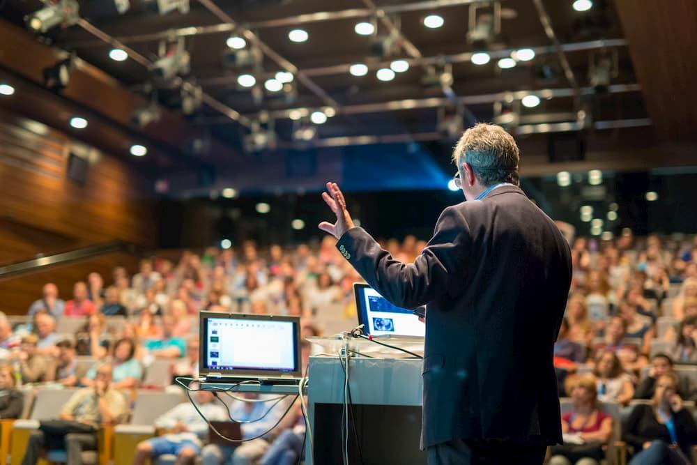 Vorlesung im Rahmen des Seniorenstudiums © kasto, stock.adobe.com